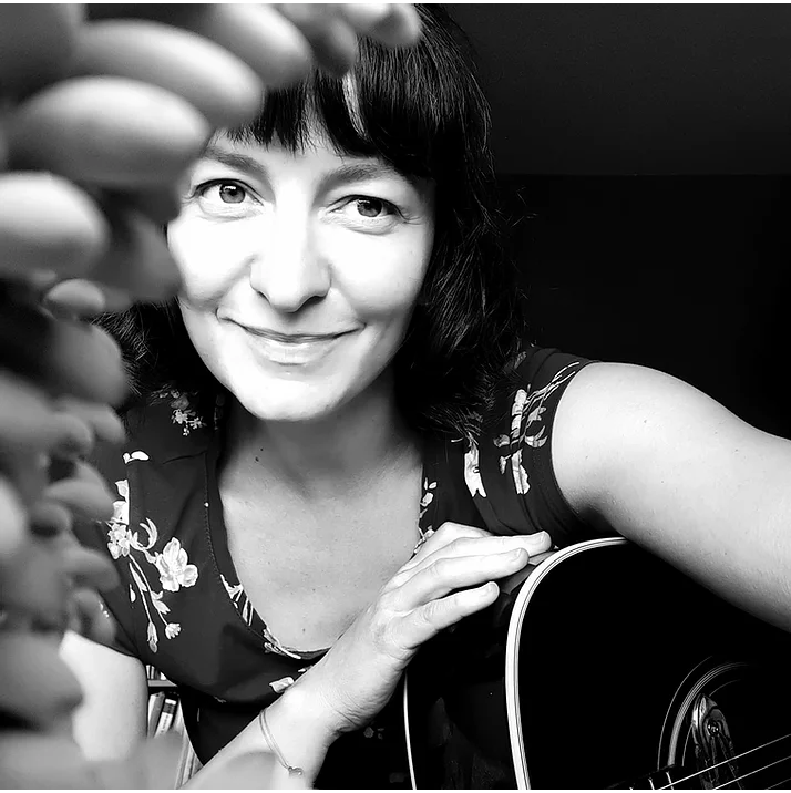 Mit Musik zurück ins Vertrauen – Christine Hoefs | Therapie zwischen Tönen